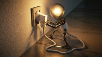 Tips para reducir los costosos recibos de luz en el verano